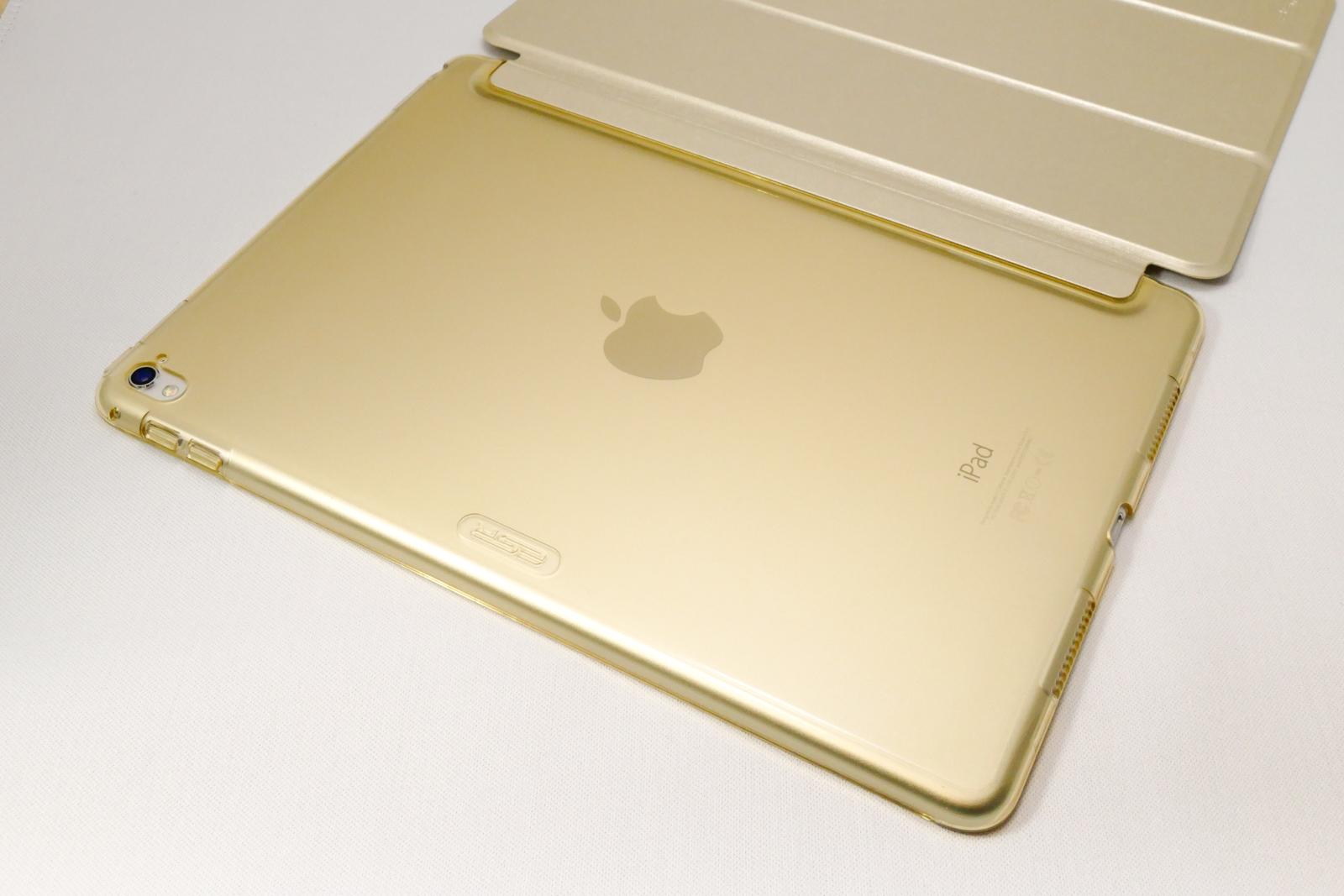 iPad Proとゴールドのカバー
