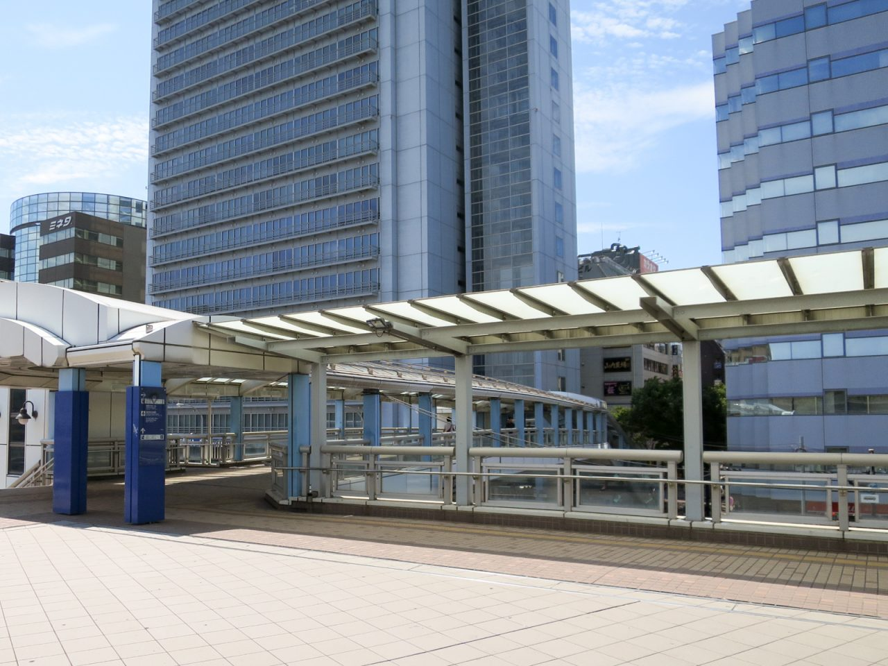 新横浜駅のデッキ