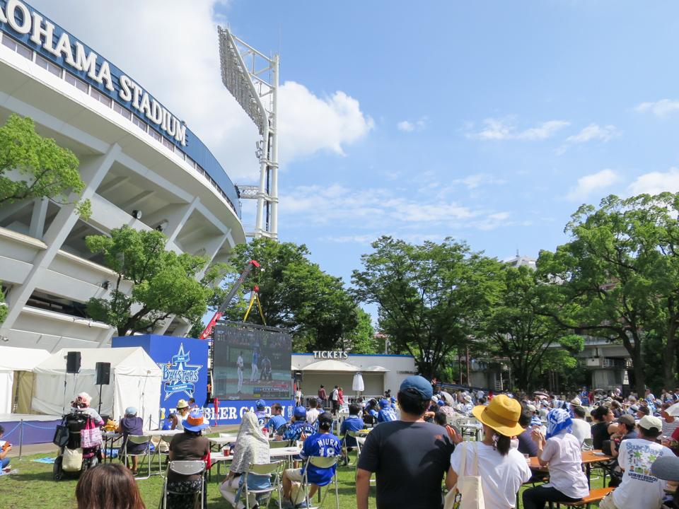 横浜スタジアムのBAYビアガーデン
