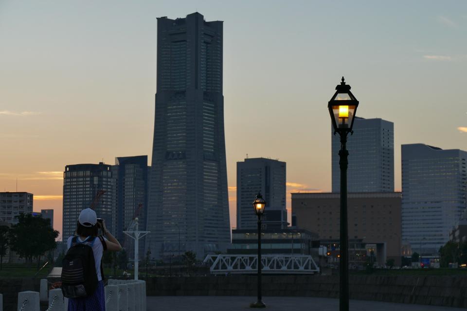 象の鼻から横浜ランドマークタワー