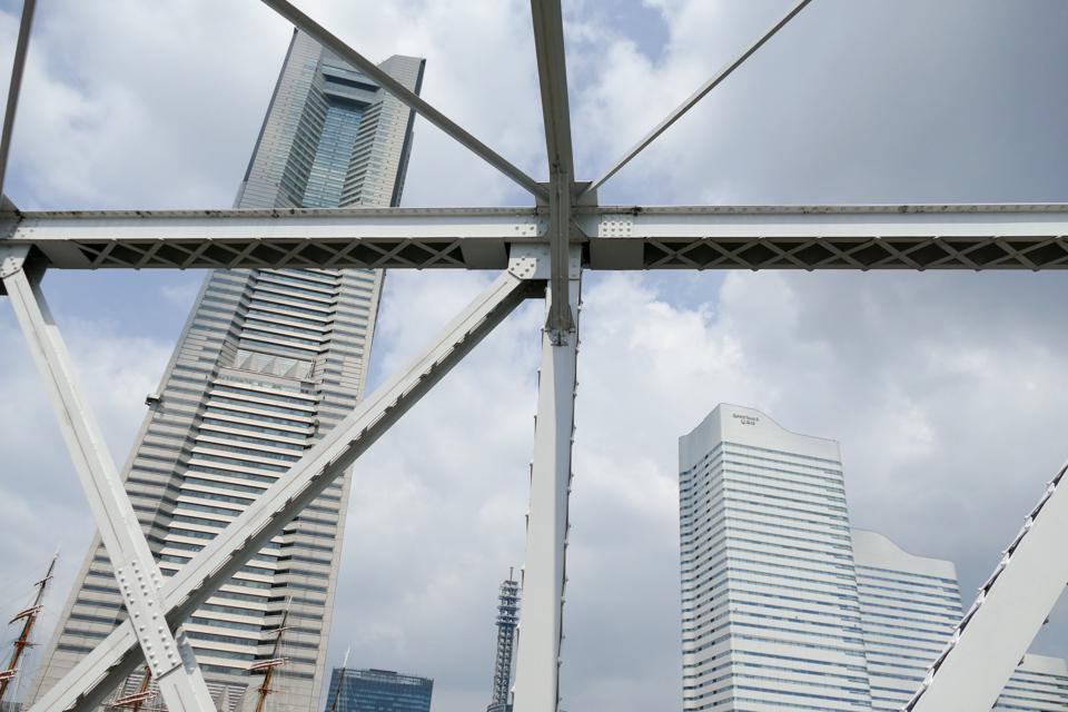 港一号橋梁と横浜ランドマークタワー