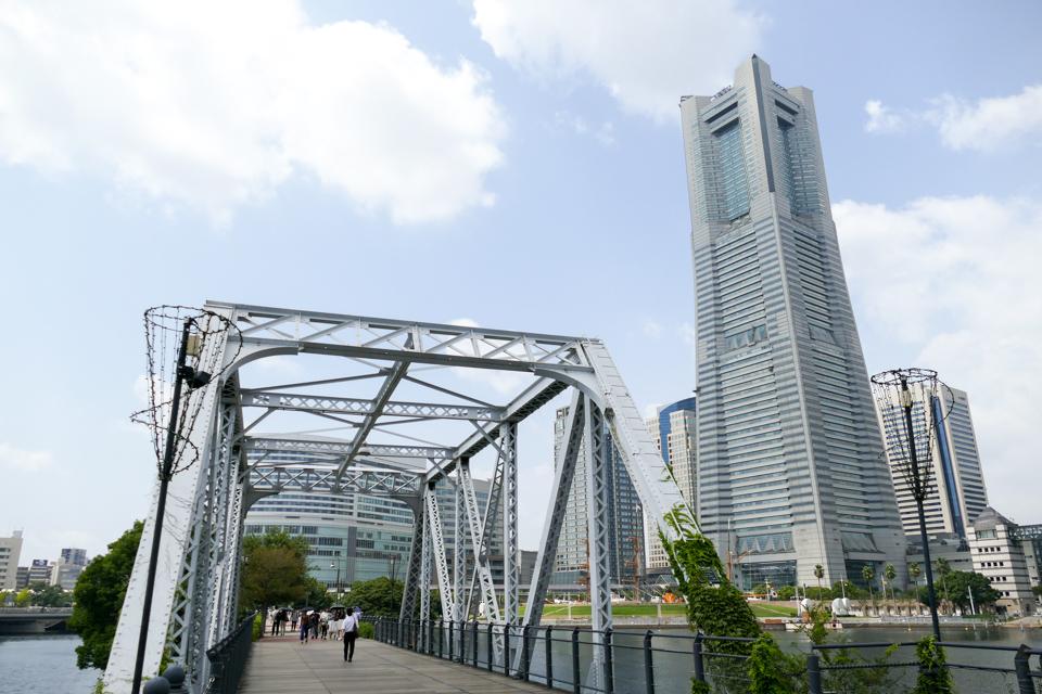 港二号橋梁と横浜ランドマークタワー