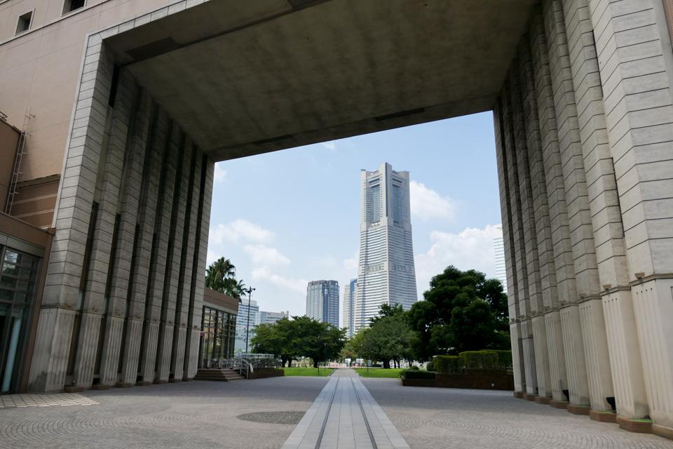 ナビオス横浜とランドマークタワー