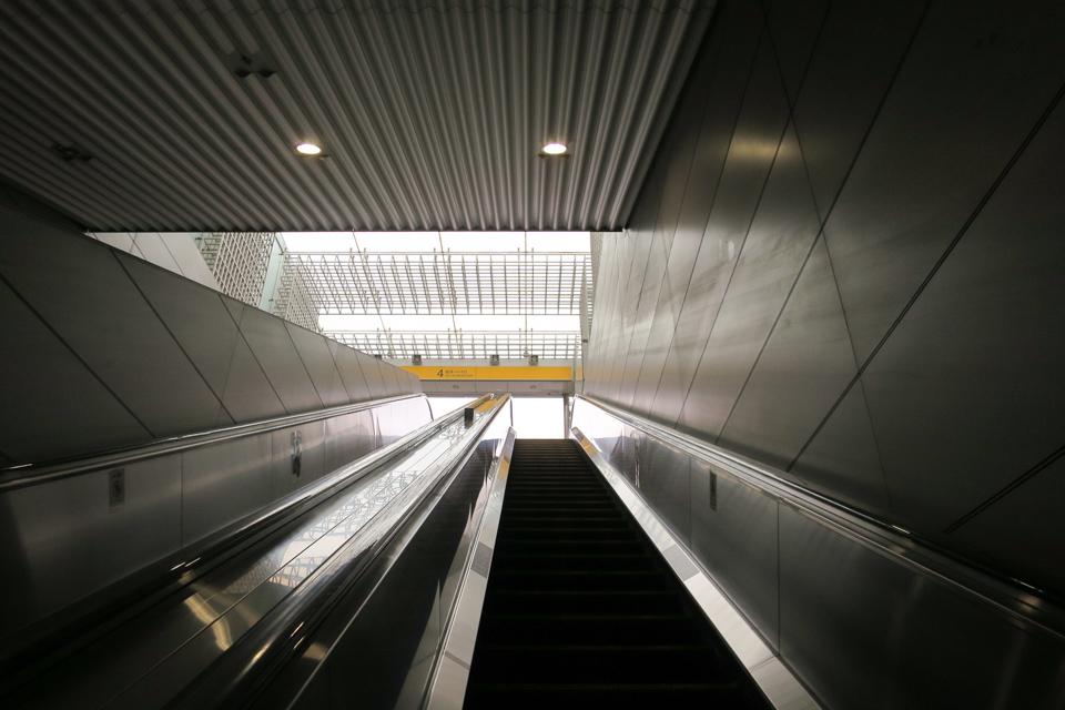 新高島駅のエスカレーター