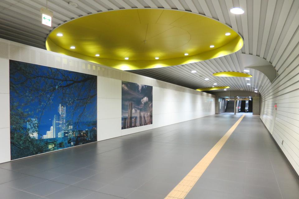 新高島駅の通路