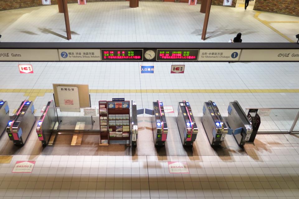 馬車道駅の改札
