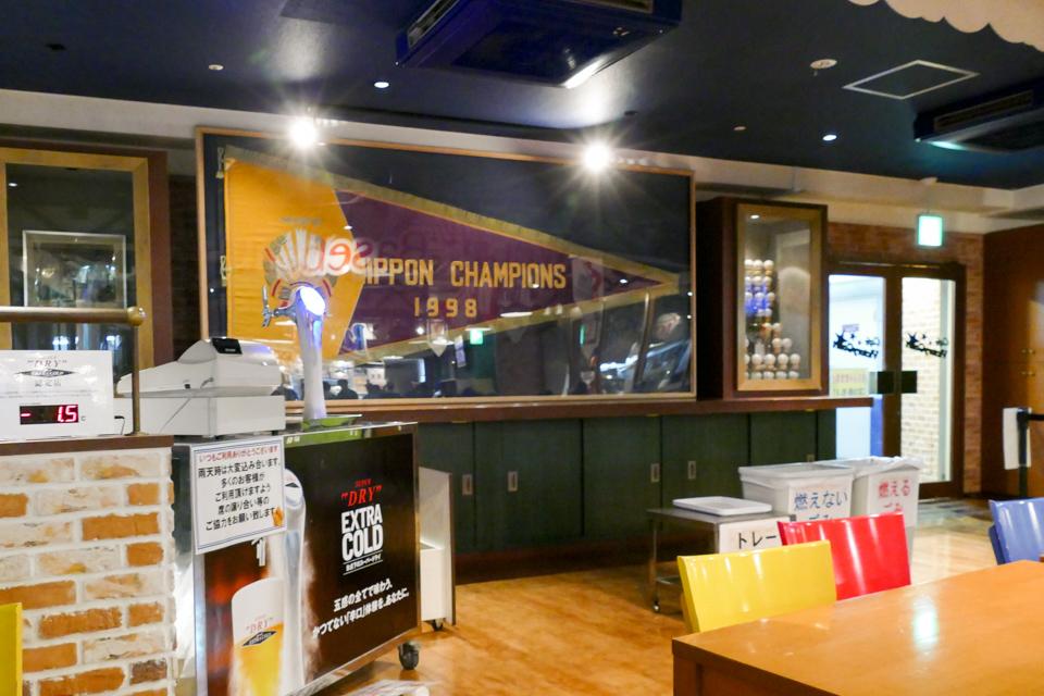 カフェ・ビクトリーコートのチャンピオンフラッグ