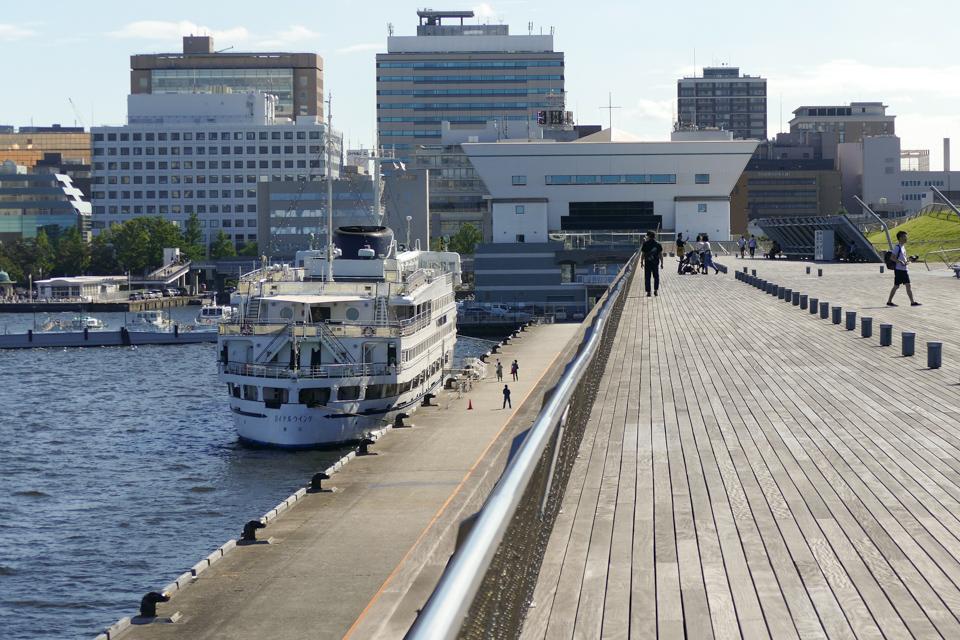大桟橋とロイヤルウイング