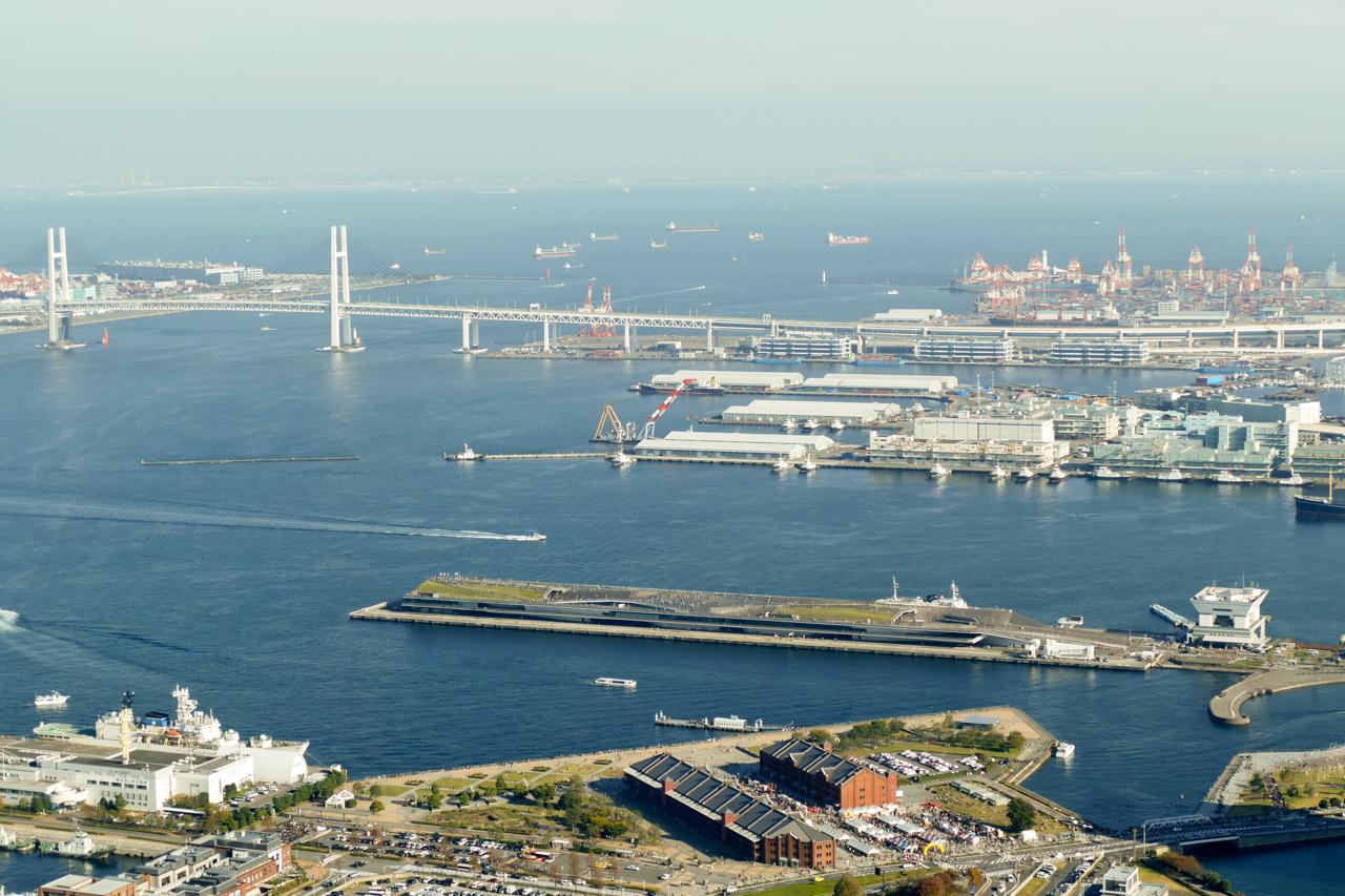 大桟橋とベイブリッジ