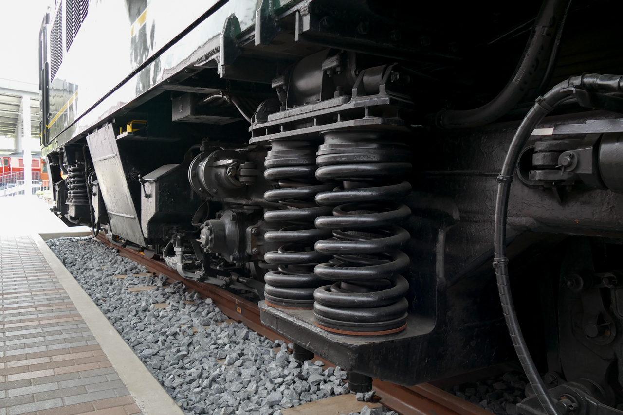 電気機関車の車輪付近